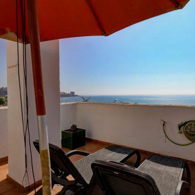 Stunning Sea Views Beachfront Apartment 082